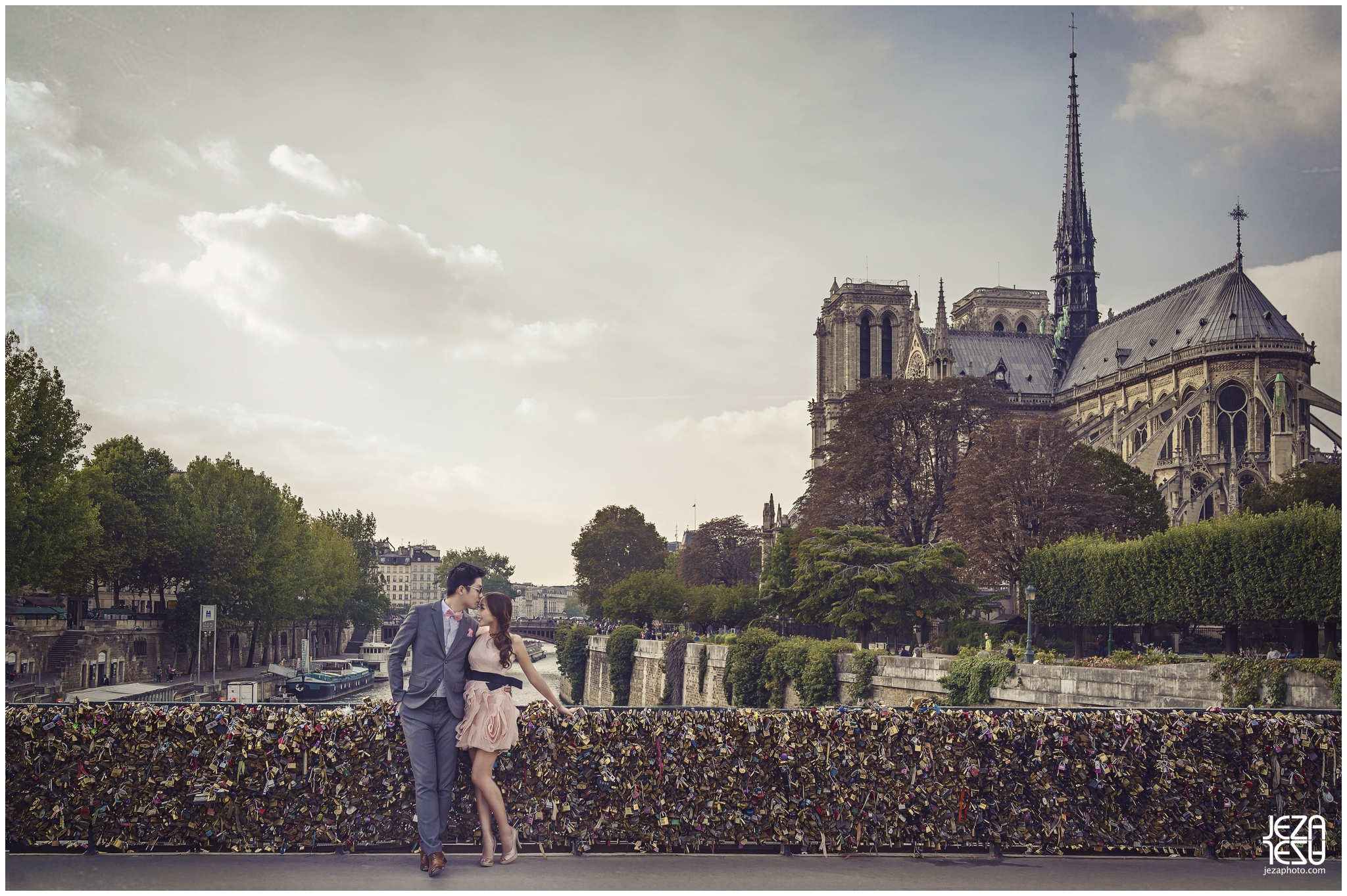jeza paris notre dame cathedral pre-wedding photo