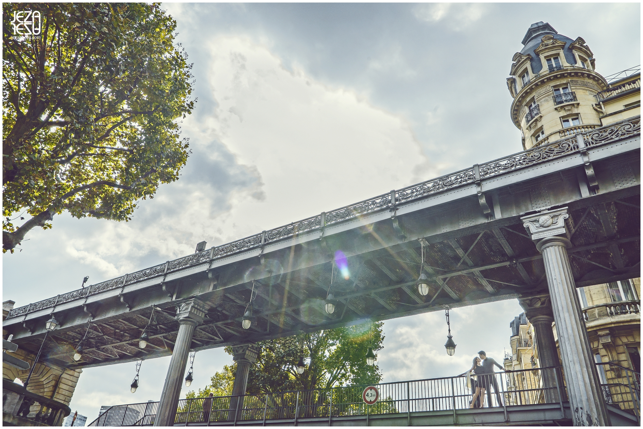 Alice + Kelvin Paris Pont de Bir-Hakeim inception bridge Pre-Wedding Photo session