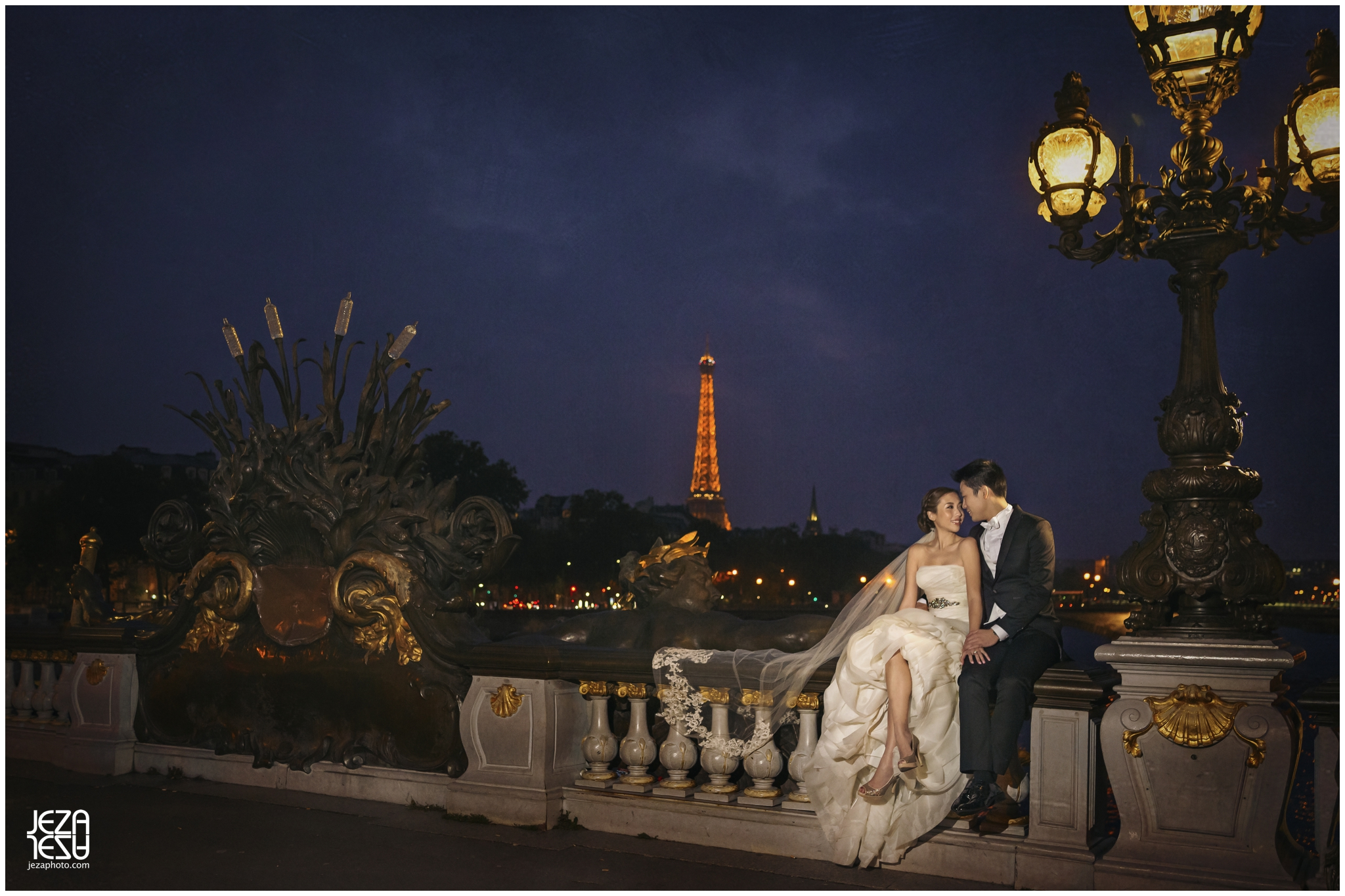 paris night time eiffel tower pre-wedding
