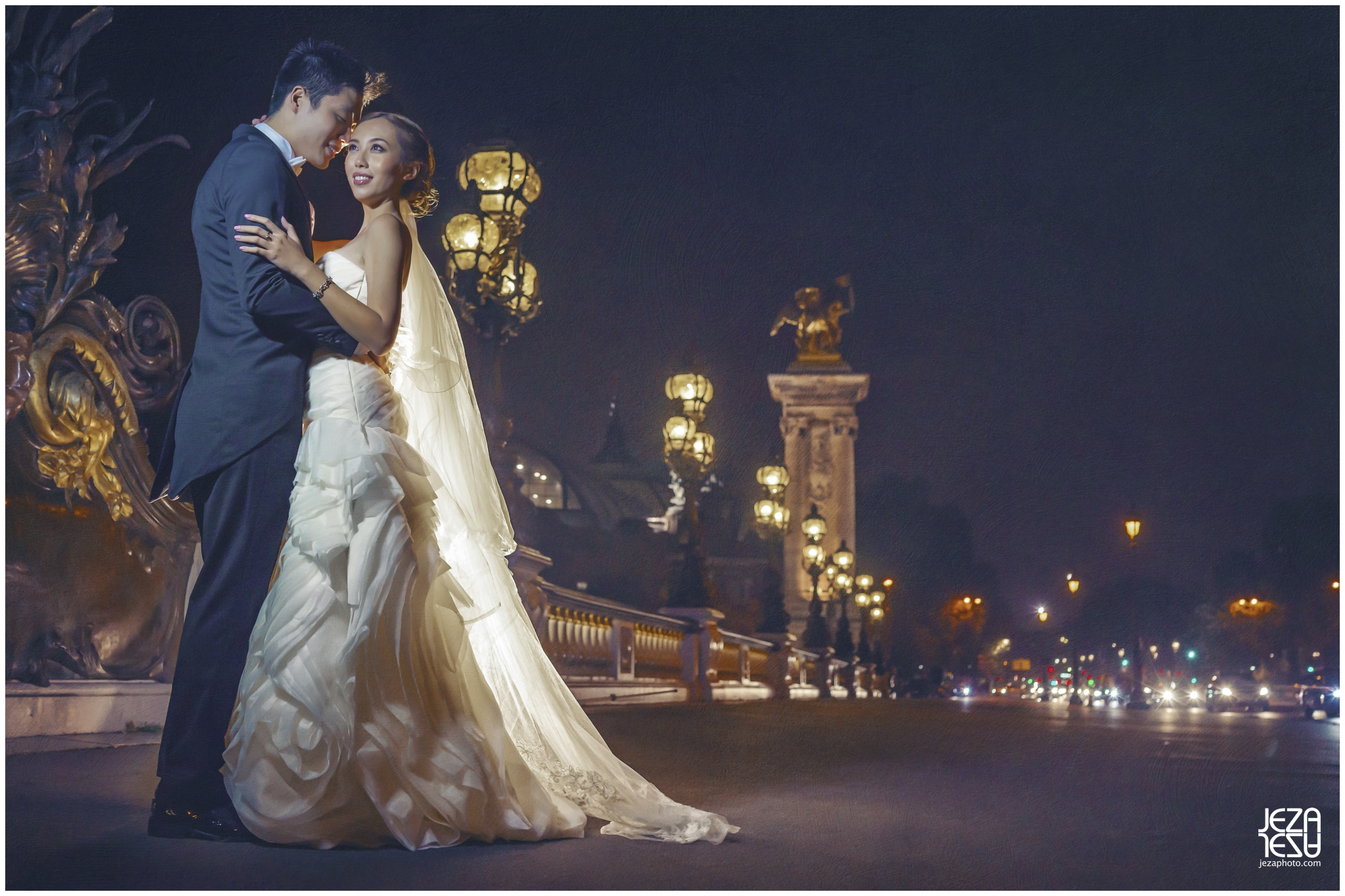 jeza Paris Pont Alexandre III pre-wedding photo